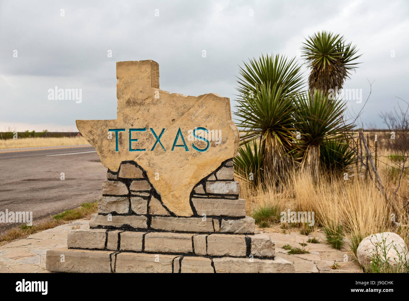 Pine Springs, Texas - A sign on US Highway 180/62 welcomes travelers from New Mexico to Texas. Stock Photo