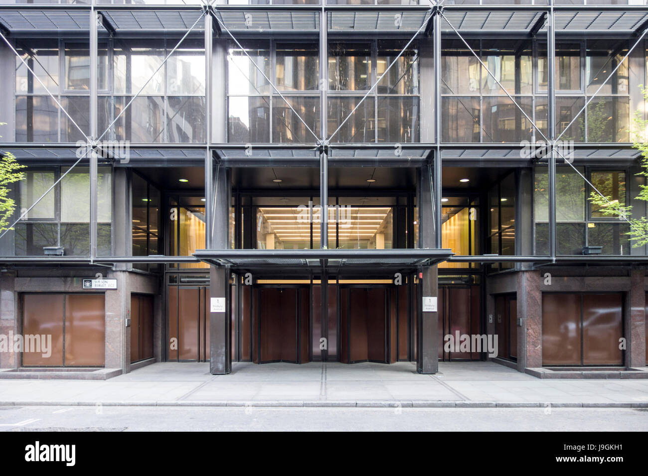 Former UBS head office 1 Finsbury Avenue, Broadgate, designed by Peter Foggo, Arup Associates, now closed for refurbishment. - Stock Image