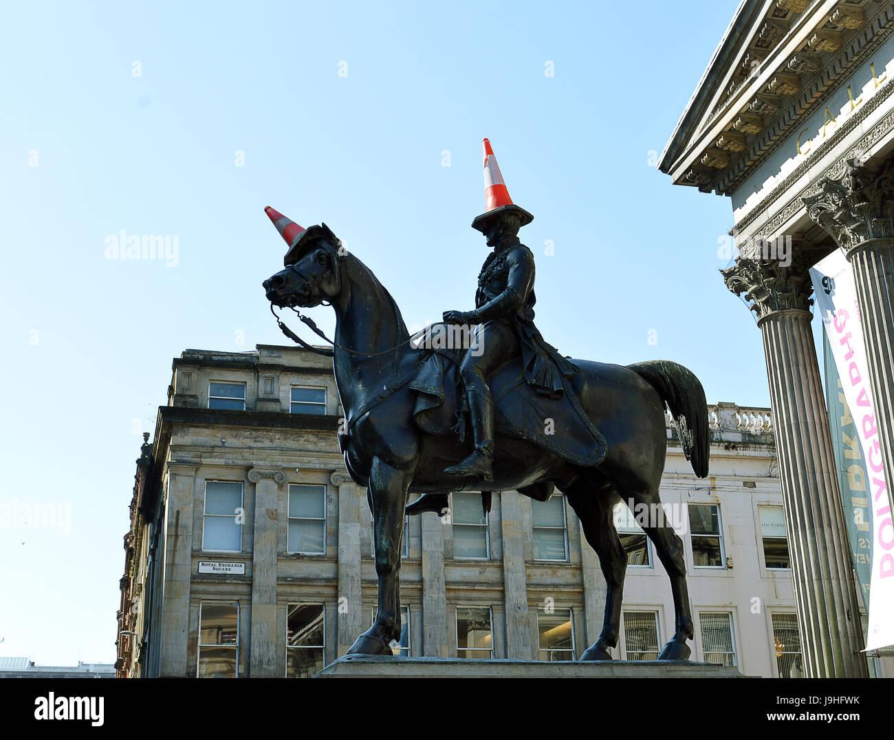 Marochetti's Duke of Wellington statue outside Glasgow's Museum of Modern Art, Glasgow, Scotland with locally - Stock Image