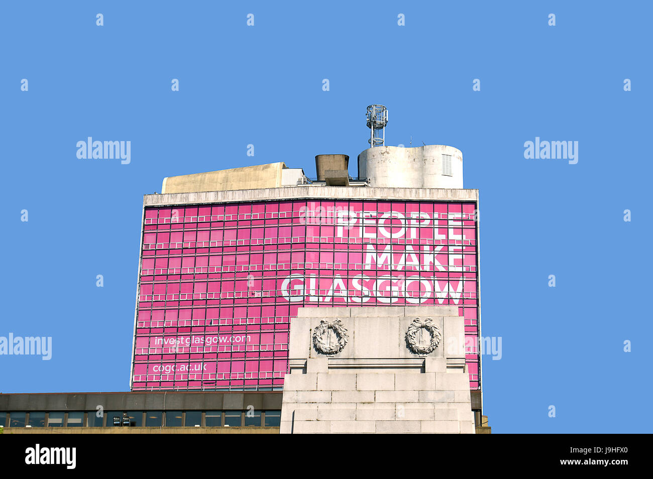 GLASGOW, SCOTLAND - 3 MAY 2017: A view over the cenotaph in George Square to the city's advertising slogan since - Stock Image