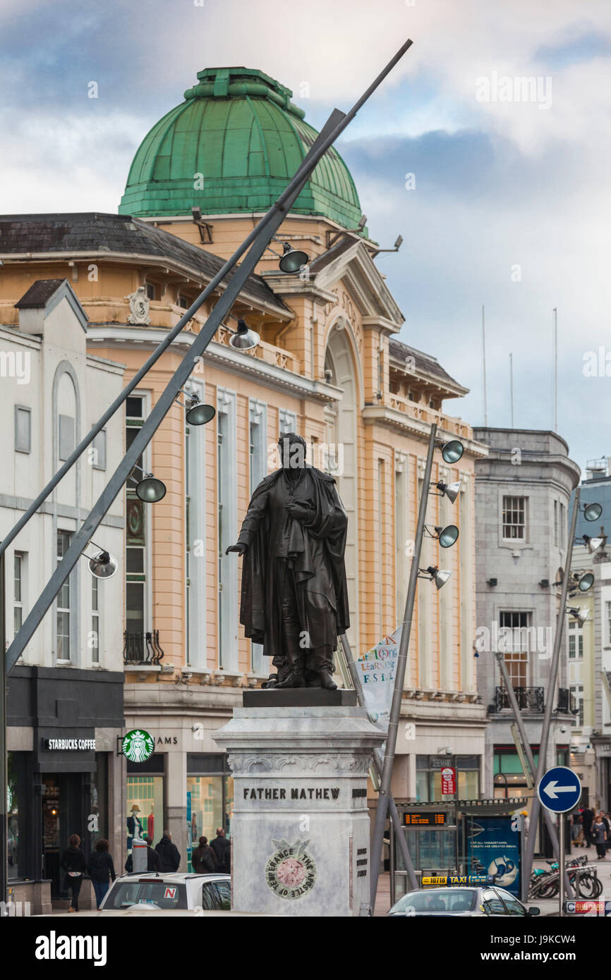 Ireland, County Cork, Cork City, St. Patrick's Street with statue of Father Mathew, the Apostle of Temperance - Stock Image
