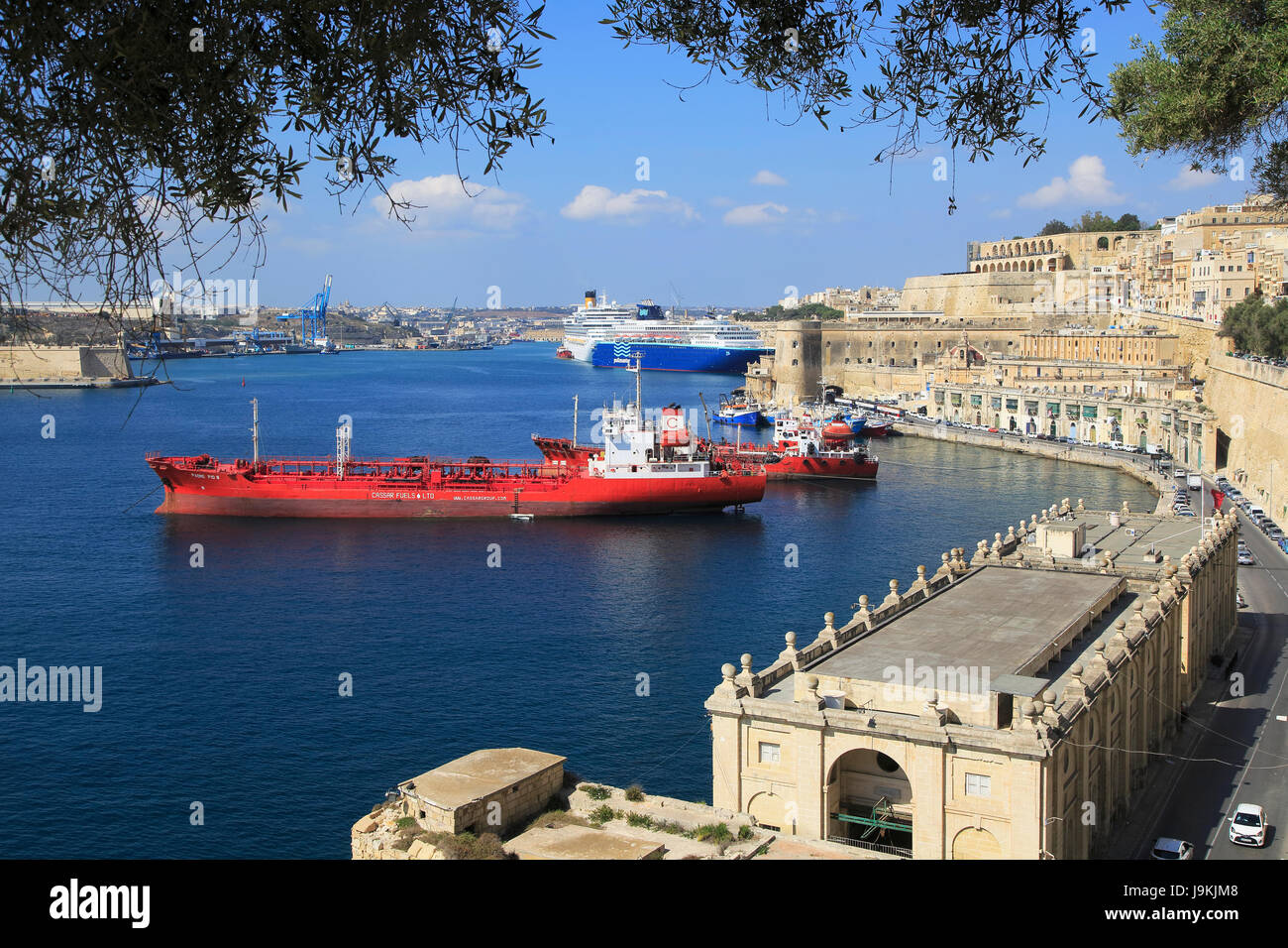 Merchant shipping and cruise ships in Grand Harbour, Valletta, Malta - Stock Image