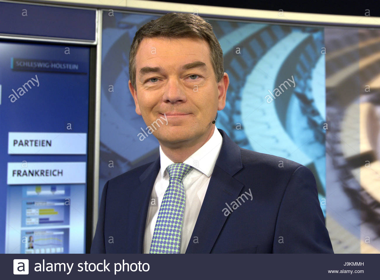 Jörg Schönenborn - Portrait vom Moderator im Fernsehstudio am Wahlabend der Landtagswahl in Schleswig - Stock Image