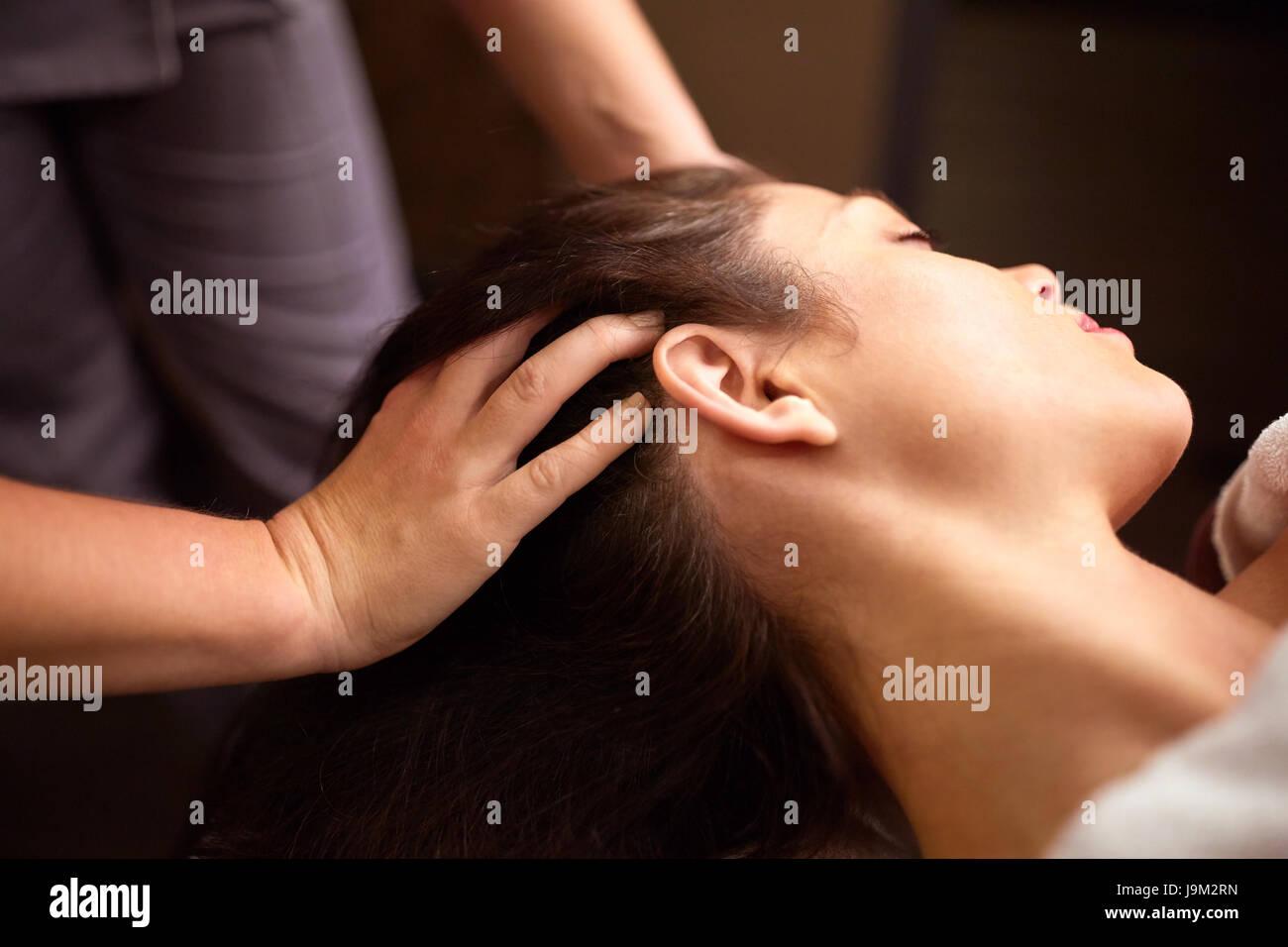 woman having head massage at spa - Stock Image