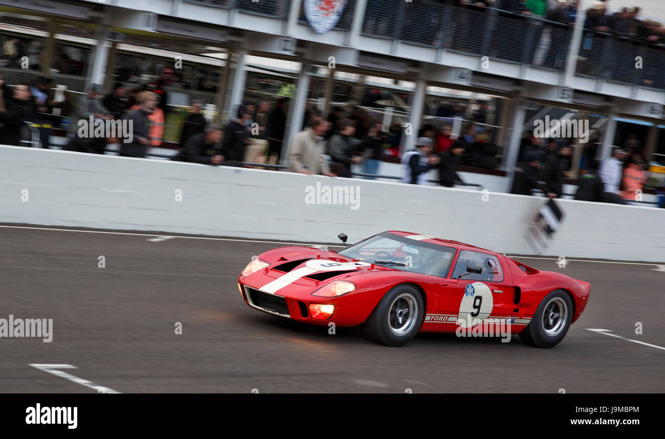 1965 Ford GT40 with driver David Fosbrey during the Alan Mann Trophy race at Goodwood GRRC 74th Members Meeting, Stock Photo