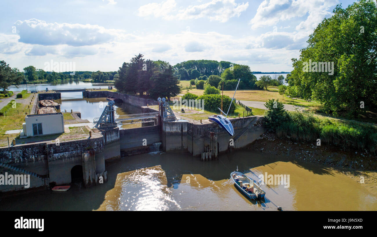 Lock of the canal de La Martinière, near Le Pellerin, France and the Bateau mou by Erwin Wurm - Stock Image