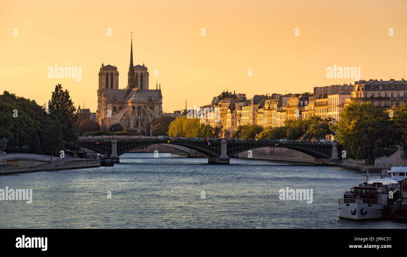 Notre Dame de Paris Cathedral, Ile Saint Louis, the Sully Bridge, and the Seine River at sunset in Summer. 4th Arrondissement - Stock Image