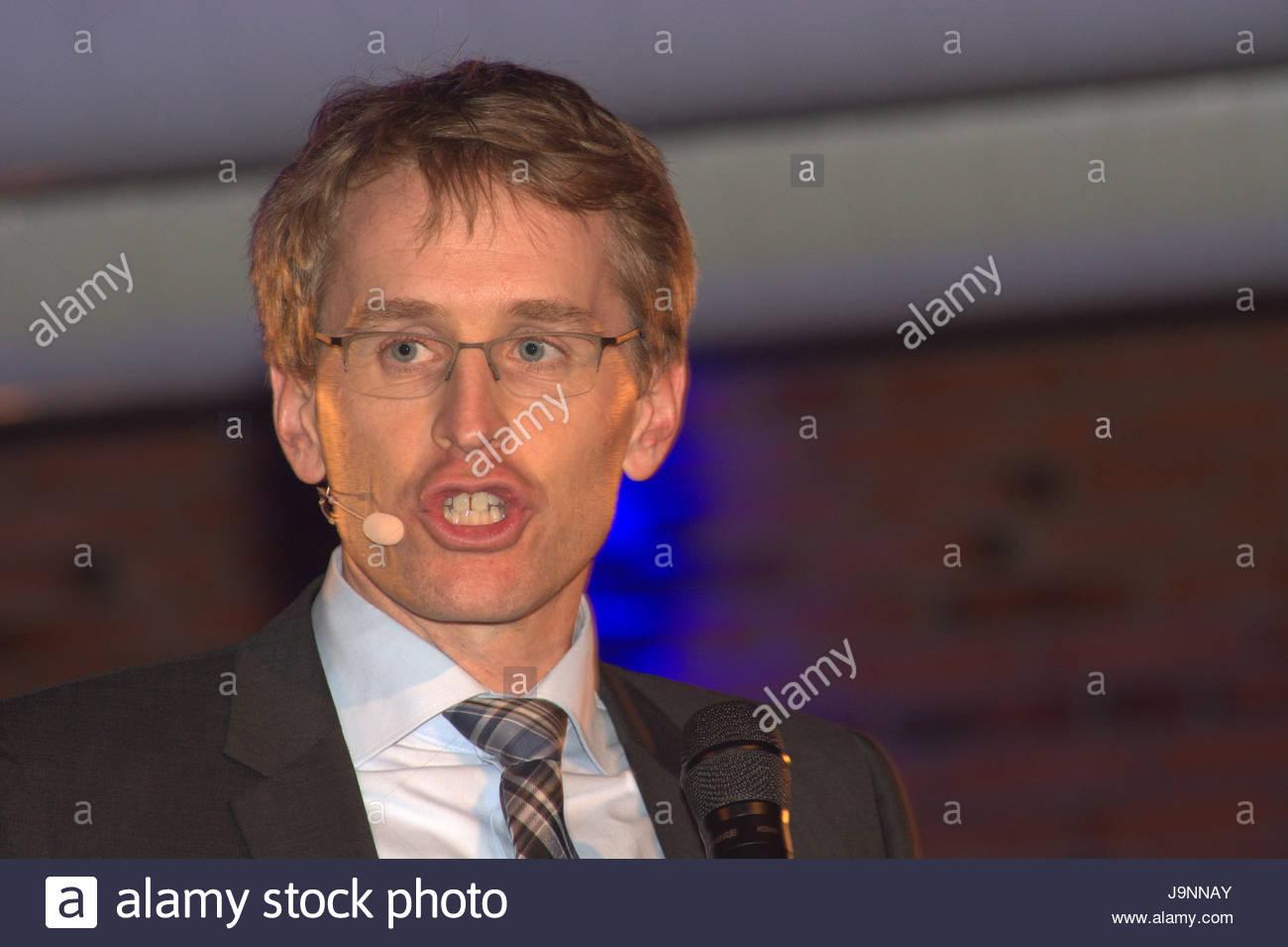 Daniel Günther - Der CDU Spitzenkandidat für die Landtagswahl in Schleswig-Holstein live bei seinem Wahlkampfauftritt - Stock Image