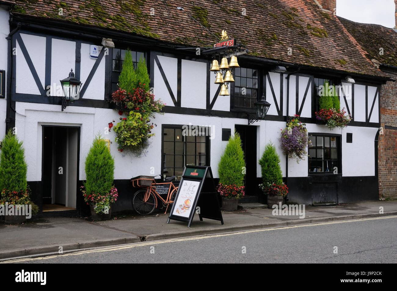 The Six Bells, Thame, Oxfordshire, was originally built in 1560 - Stock Image
