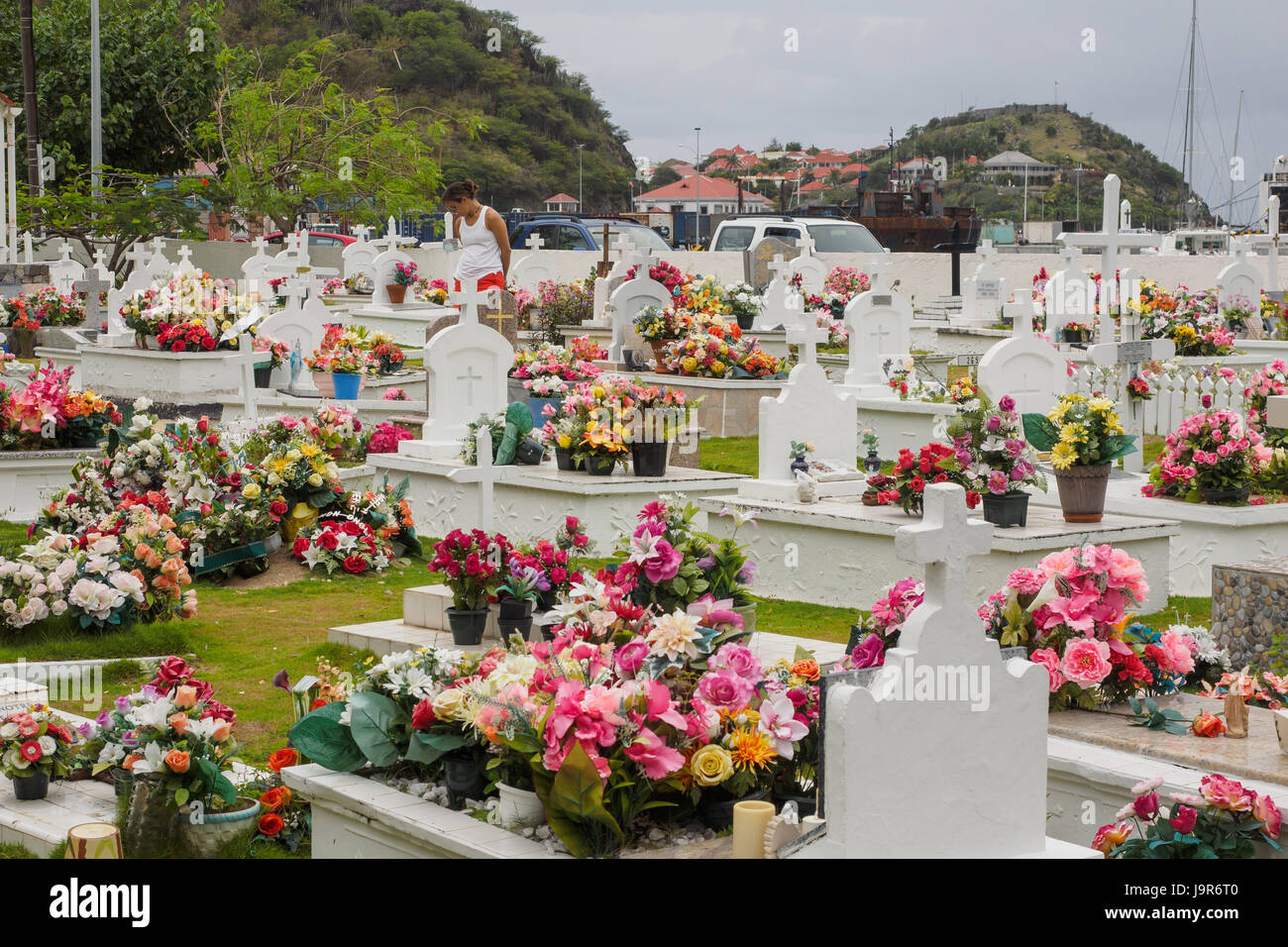 Flowers On Graves Stock Photos Flowers On Graves Stock Images Alamy
