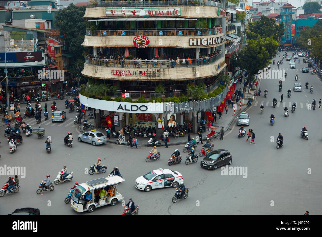 Busy intersection by Hoan Kiem Lake and Old Quarter, Hanoi, Vietnam - Stock Image
