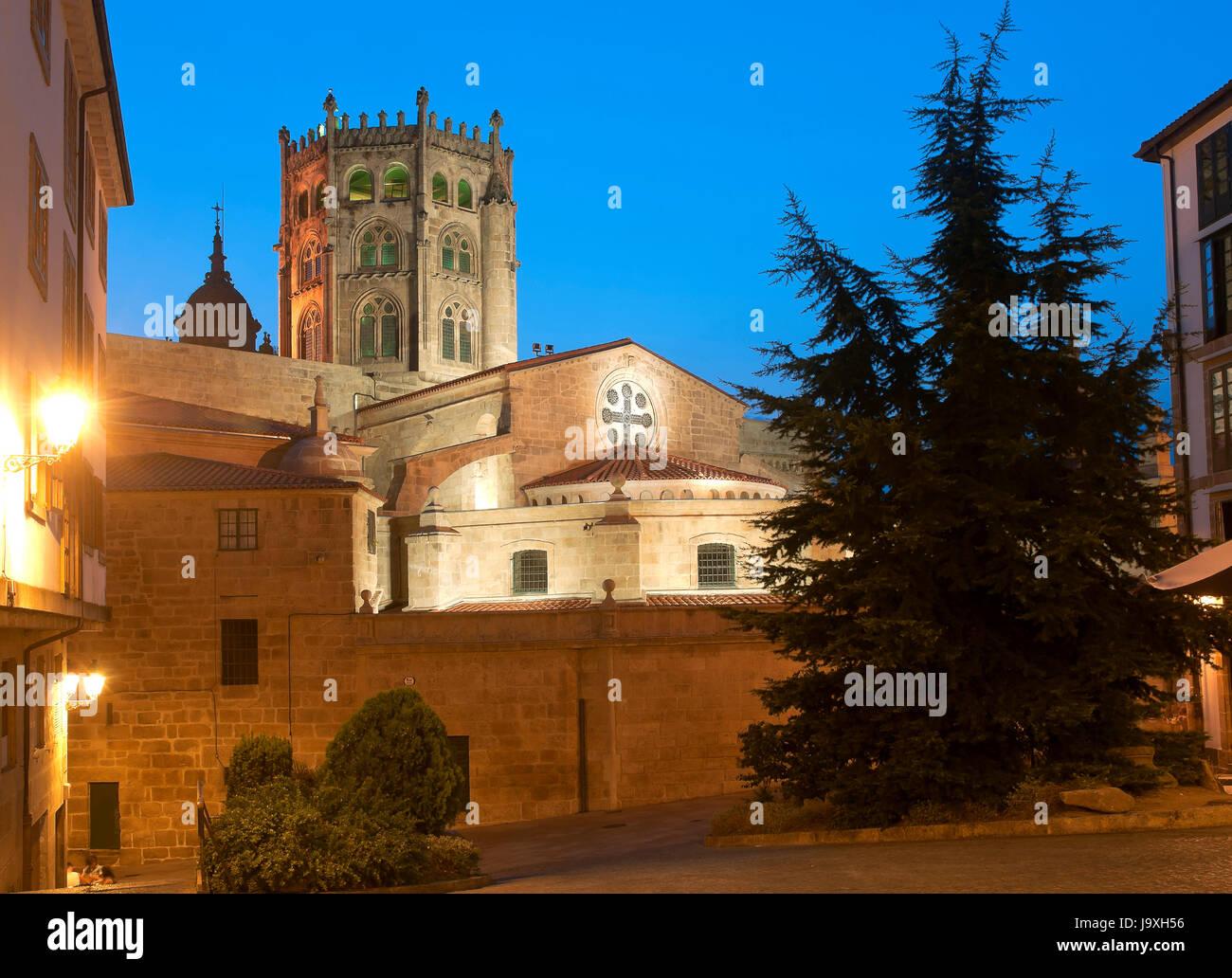 Gothic Cathedral of San Martin de Tours - 12th century, Orense, Region of Galicia, Spain, Europe - Stock Image
