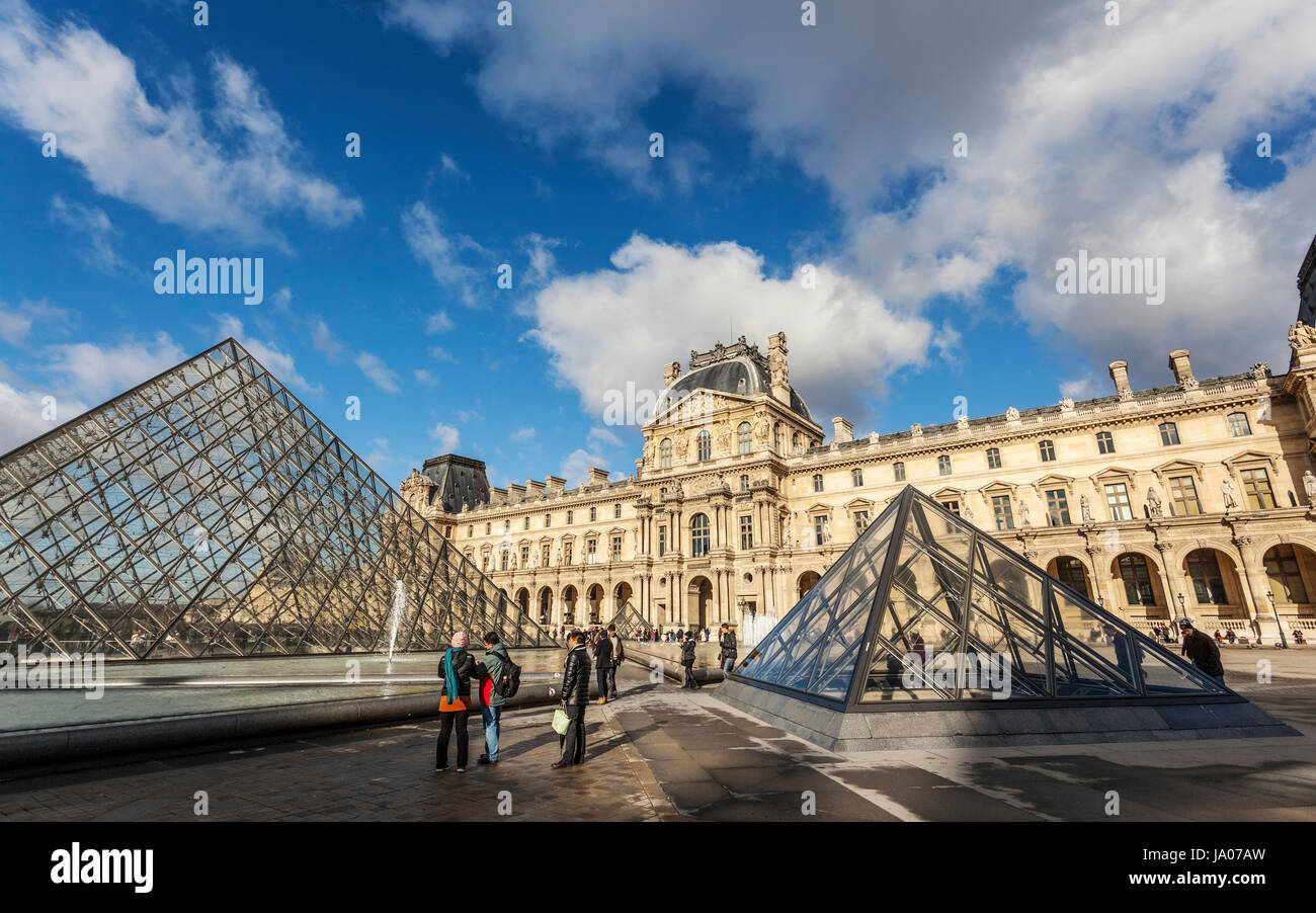The Louvre Palace, art gallery, Museum and Louvre Pyramid (Pyramide du Louvre), designed by Chinese-American architect - Stock Image