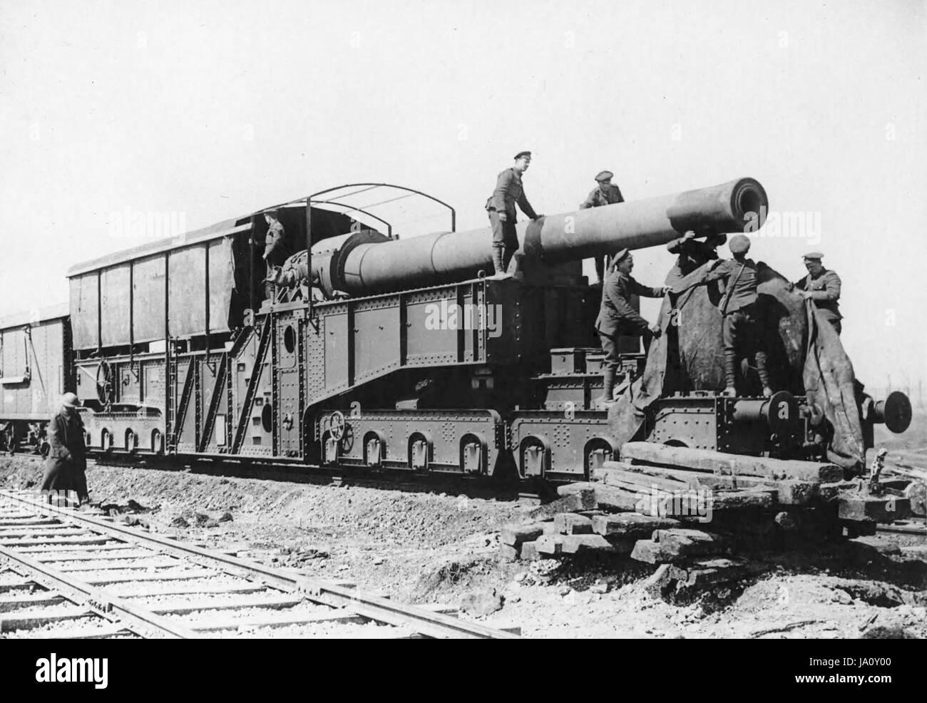 RAILWAY GUN. Armstrong Whitworth 12inch railway gun at Arras in 1917 - Stock Image