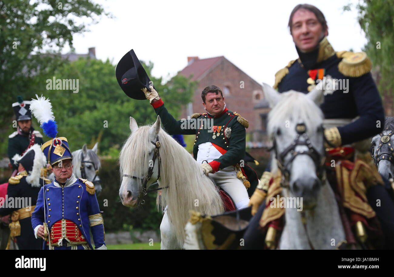 Ligny, Belgium. 3rd June, 2017. A man enacting Napoleon (C) takes part in the re-enactment of the Battle of Ligny, - Stock Image