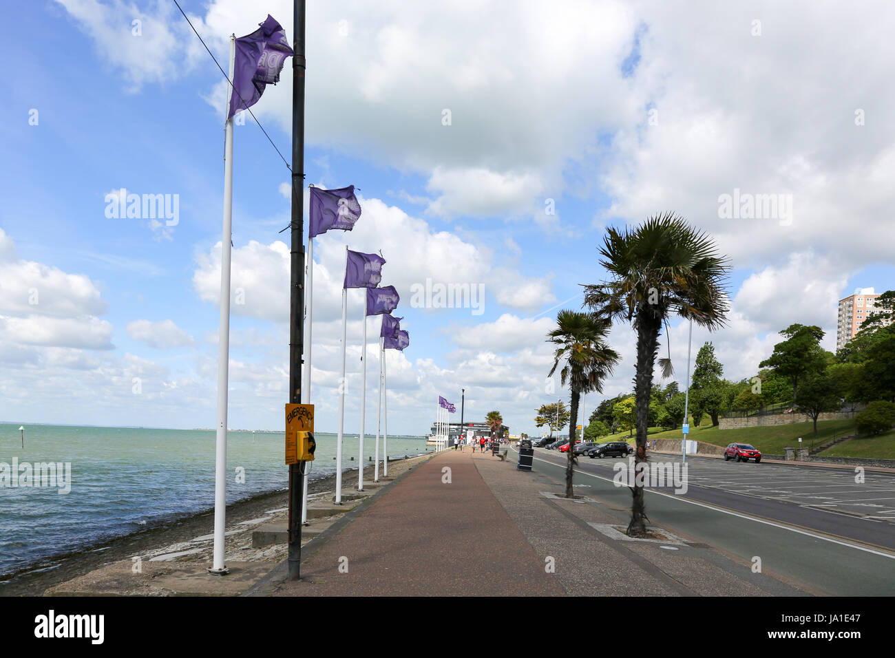 Southend on Sea, Essex. 4th June, 2017. A few clouds and breezy start to Sunday in Southend. Credit: Penelope Barritt/Alamy - Stock Image