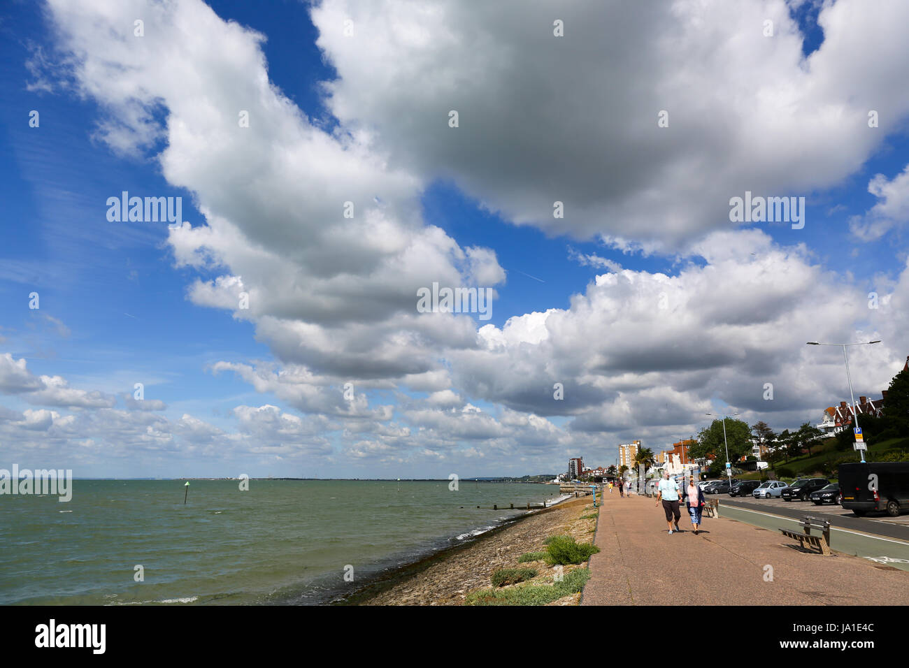 Southend on Sea, Essex. 4th June, 2017. A few clouds and breezy start to Sunday in Southend. Credit: Penelope Barritt/Alamy Stock Photo