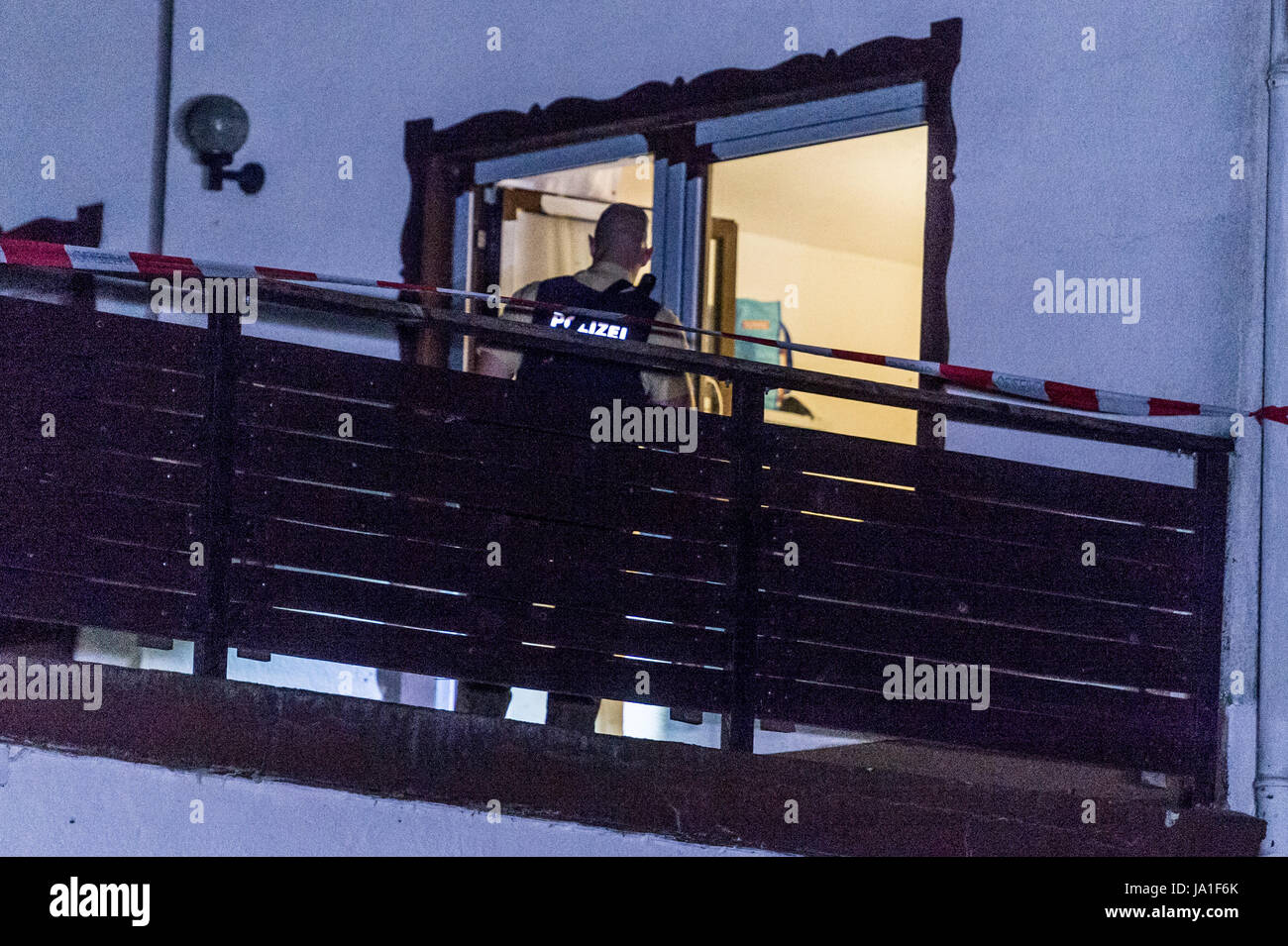 Arnschwang, Germany. 3rd June, 2017. Police officers stand on the premises of an asylum home near Arnschwang, Germany, - Stock Image