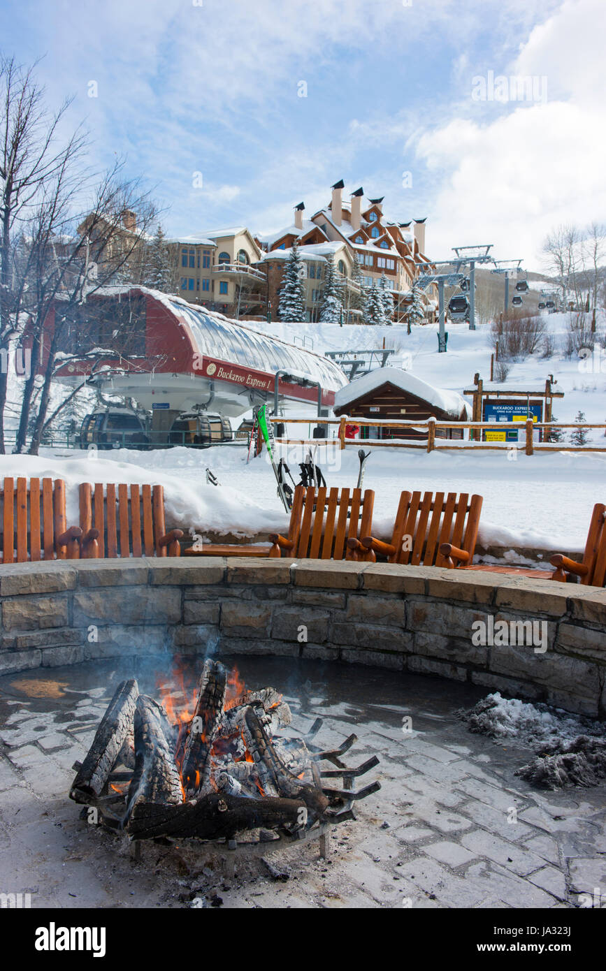 A fire around which skiers can keep warm and take a break at Beaver Creek, a ski resort near Avon, Colorado. - Stock Image
