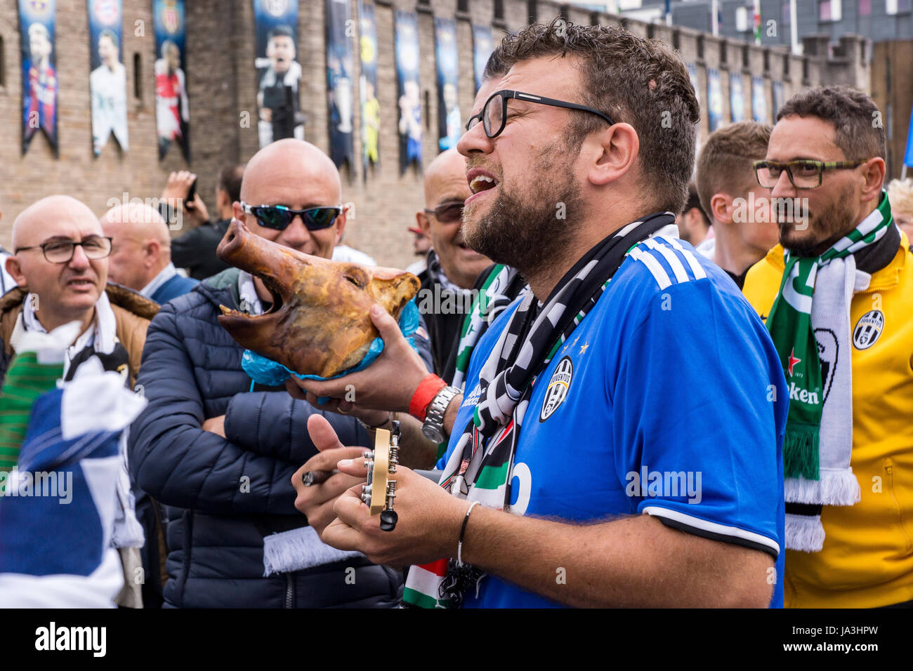 Pigs head and musician, Cardiff centre, Champions League Final 2017 - Stock Image