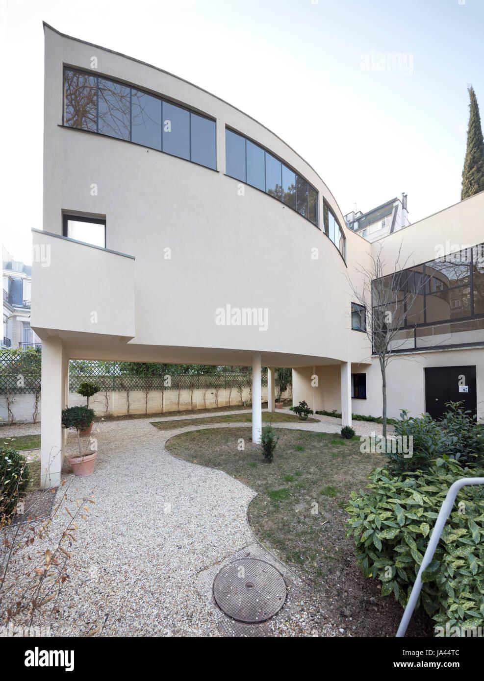 Villa Jeanneret and Villa La Roche are two adjacent houses in Paris ...