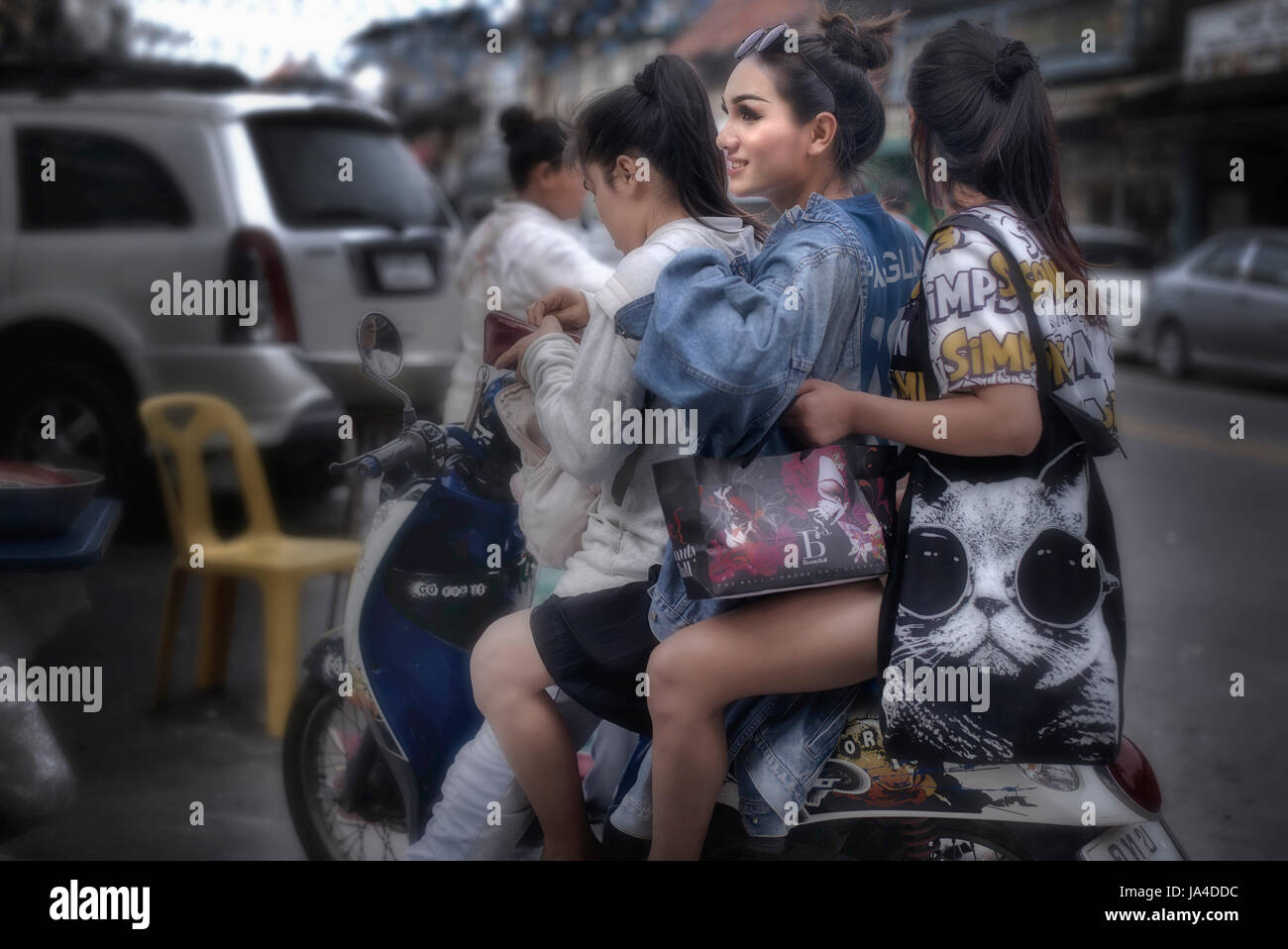 thai-girl-riding-boy-first-night-xxxgirls