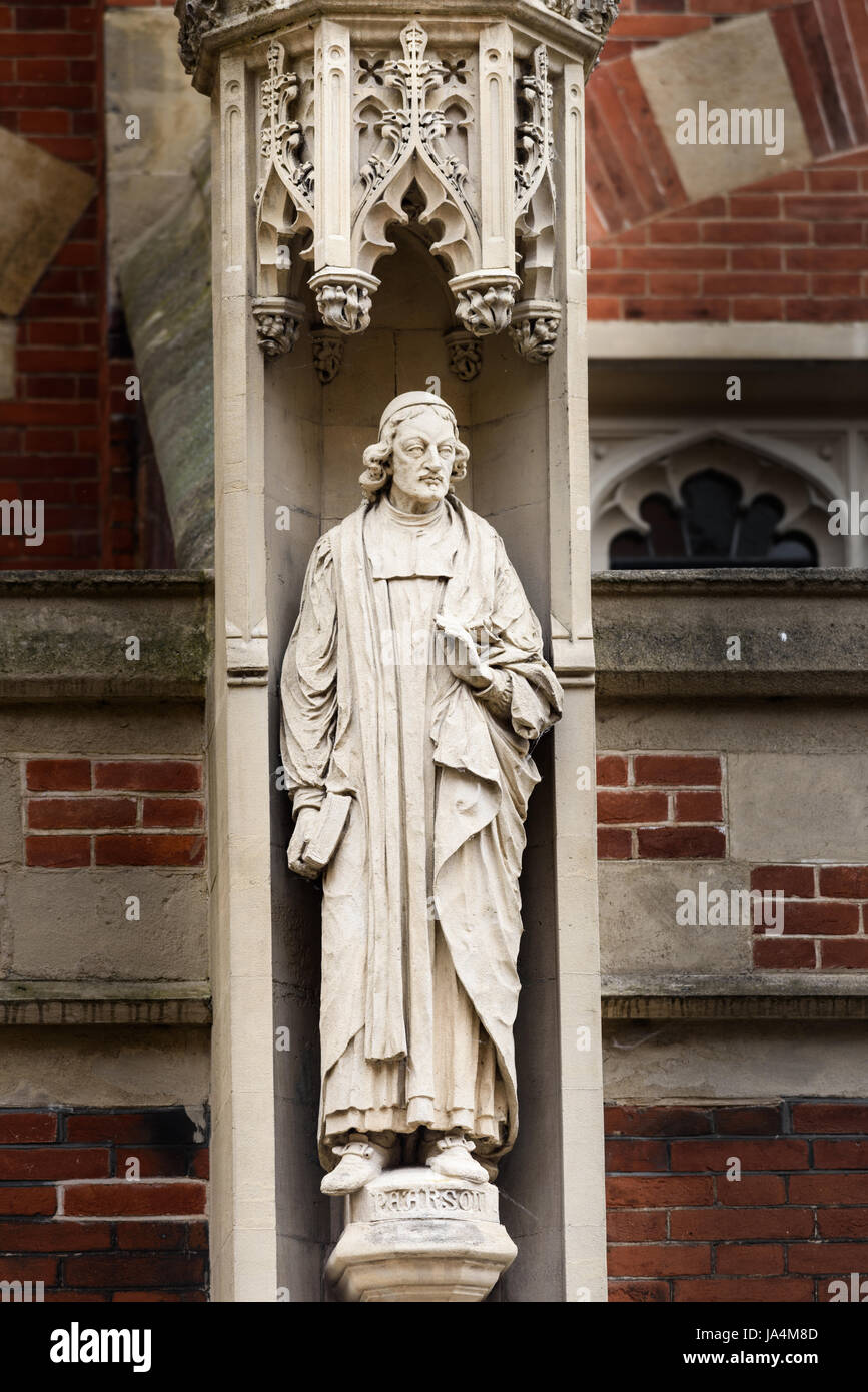 Statue of John Pearson (1613-1686), an english scholar and theologian, on the outside wall of St John's college - Stock Image