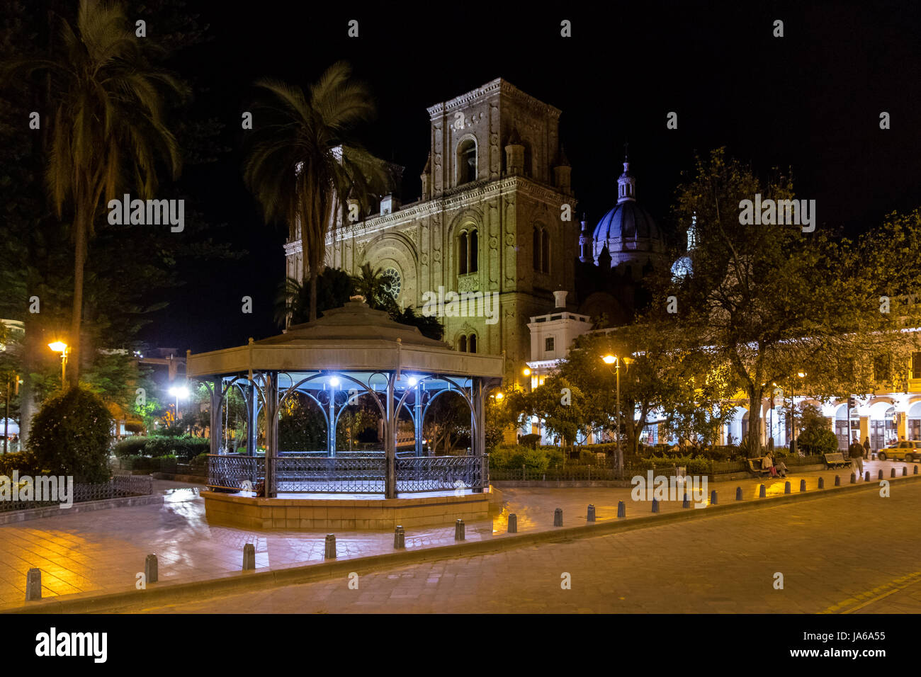 Park Calderon and Inmaculada Concepcion Cathedral at night - Cuenca, Ecuador - Stock Image