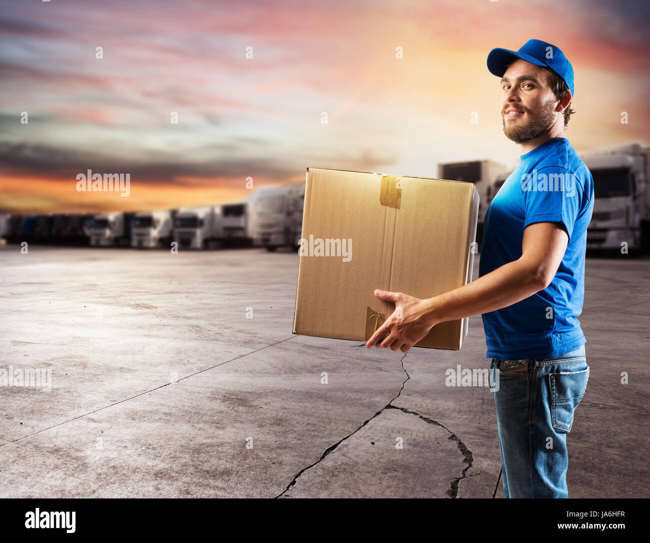 Courier ready to deliver packages with truck - Stock Image