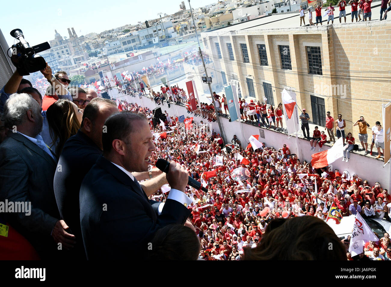Valletta. 4th June, 2017. Maltese Prime Minister Joseph Muscat (1st R) addresses people outside the Labour Party - Stock Image