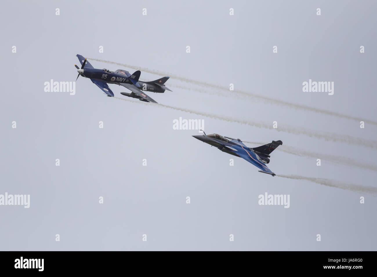 La Ferte Alais, France. 4th June, 2017. Planes in formation in the skies above the Aerodrome de Cerny, La Ferte - Stock Image