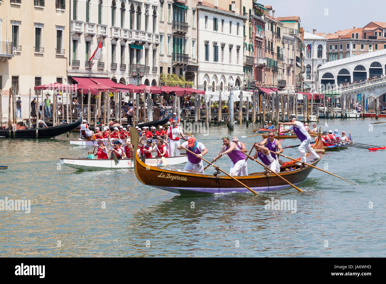 Venice, Veneto, Italy. 4th June 2017. Participants in the 43rd Vogalonga Regatta race towards the line in their - Stock Image