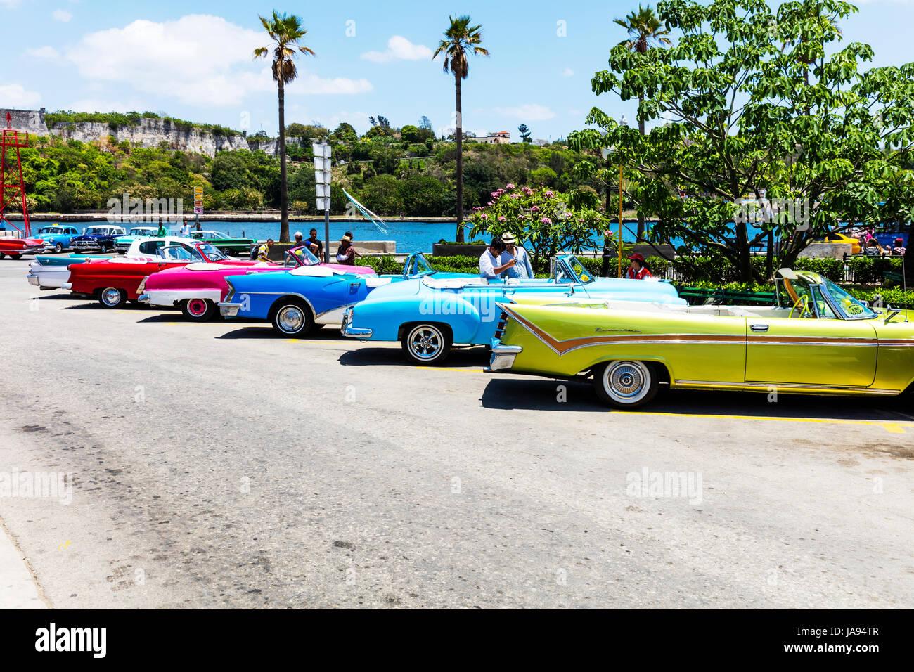 Line of American Classic cars in Havana cuba, Cuban cars, Cuban ...