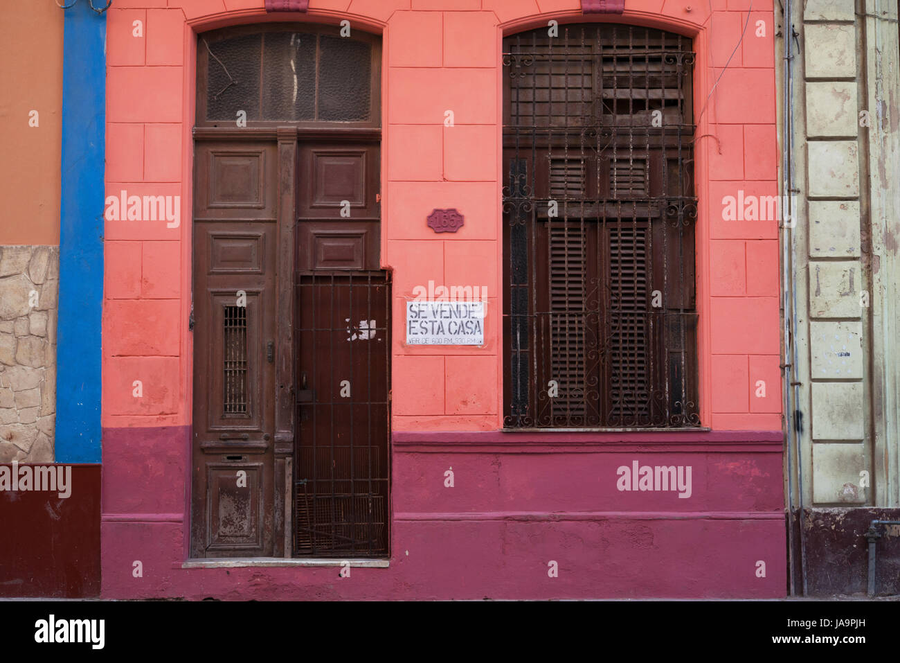 House on sale in Havana, Cuba - Stock Image