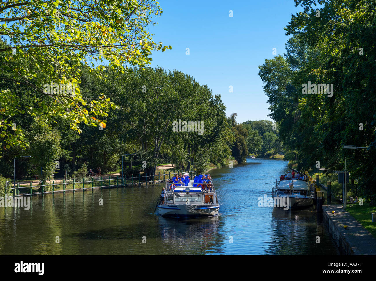 River cruise boat on the Landwehr Canal in the Tiergarten, Berlin, Germany - Stock Image