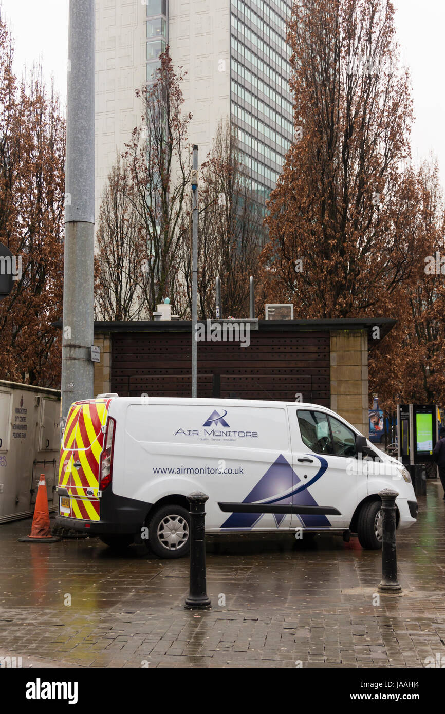 Air quality monitoring station in Piccadilly Gardens, Manchester with a service van belonging to Air Monitors Limited - Stock Image
