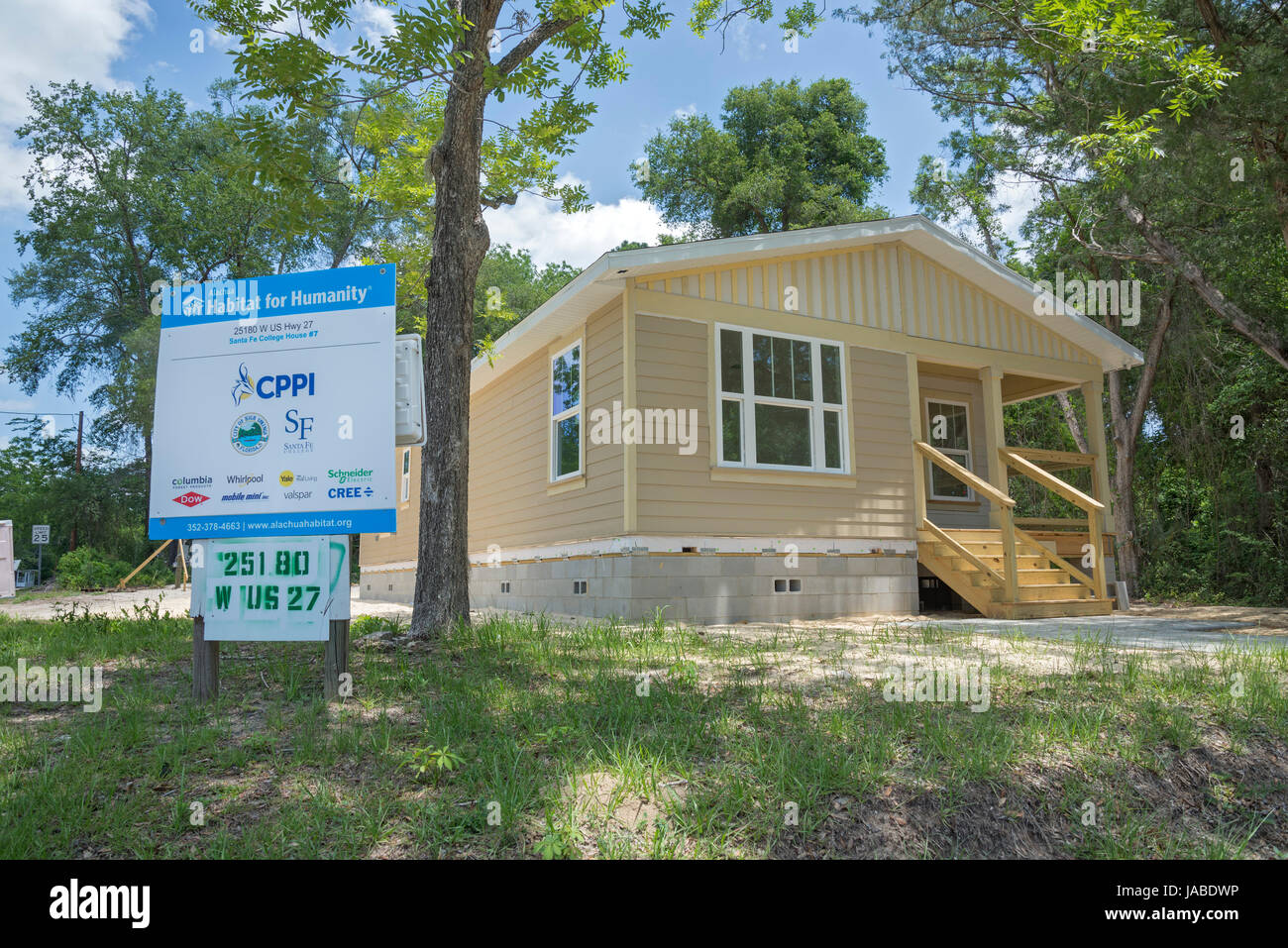 Habitat For Humanity home nearing completion in Alachua, Florida. - Stock Image