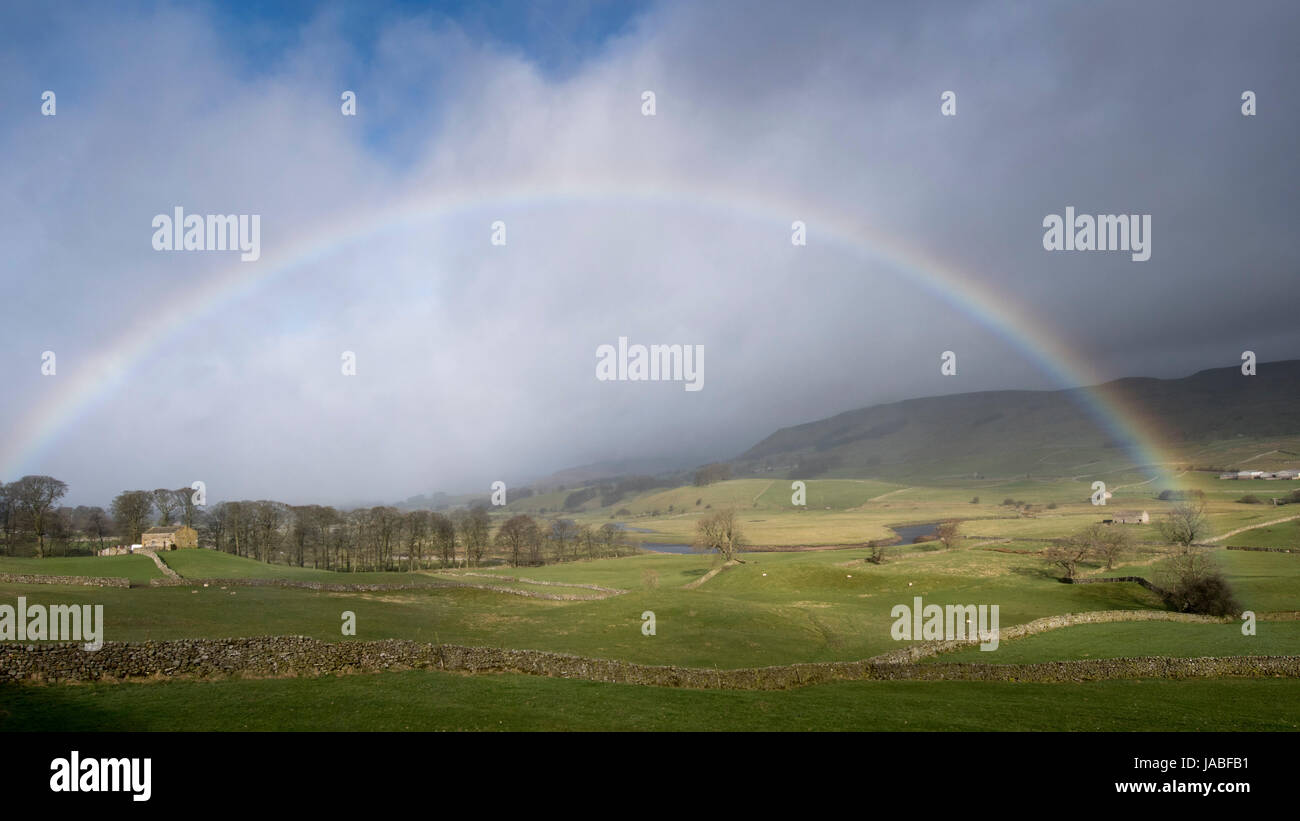 Rainbow over the countryside in upper Wensleydale near Hawes, North Yorkshire, UK. - Stock Image