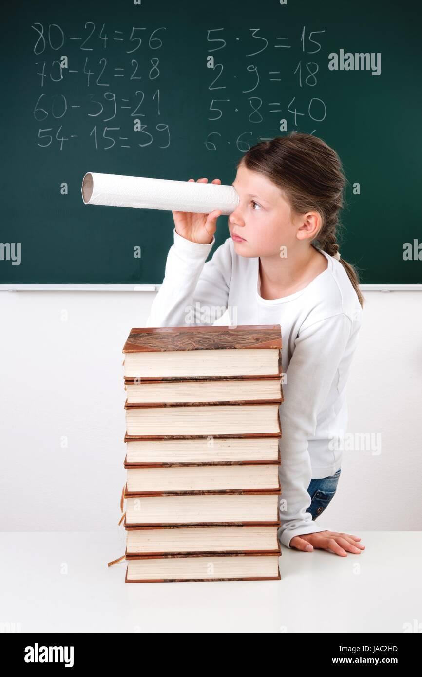 Schülerin, Unterricht, Schule, Schüler, Fernrohr, Fernglas, Mädchen, Lernen, Klassenzimmer, Kind, Grundschule, Tafel, Stock Photo
