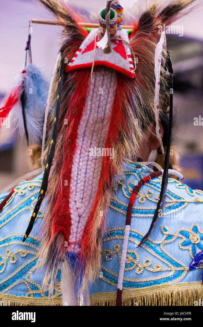 Close up of a beaded, feathered and woven headdress at a pow wow in Montana. Photographed from the back. - Stock Image