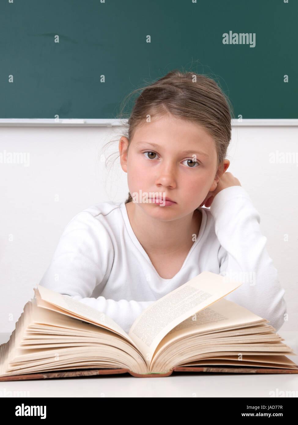 Schulstress, Leistungsdruck, Überfordert, Schülerin, Überforderung, Überarbeitet, Überarbeitung, lesen, lernen, Stock Photo