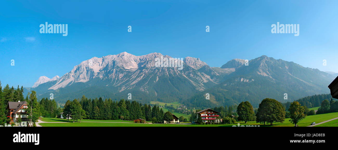 Morgendliches Panorama der Ramsau mit Ramsaugebirge, Steiermark, Österreich; morning panoramic view of the plateau Stock Photo