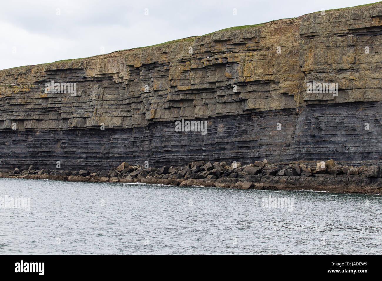 Uferlandschaft am Uebergang des Flusses Shannon ind den Atlantik, County Clare, Irland Stock Photo