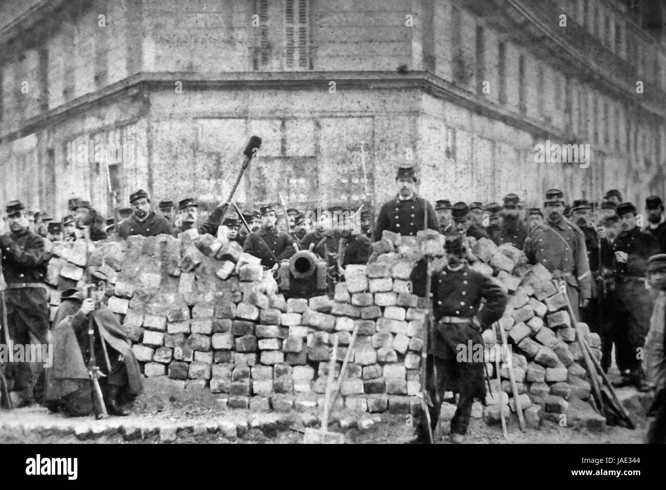 Barricade at the corner of Boulevard Voltaire and Richard-Lenoir during the Paris Commune of 1871. - Stock Image
