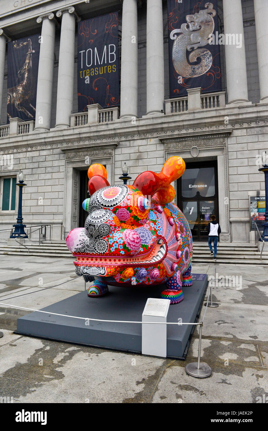 Dragon Fortune by Hung Yi, 2014. Sculpture in front of the Asian Art Museum in  San Francisico, Californinia. - Stock Image