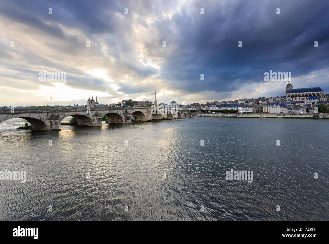 France, Loir et Cher, Blois, Loire, Jacques Gabriel Bridge, Saint Louis Cathedral on the right and Saint Nicolas - Stock Image