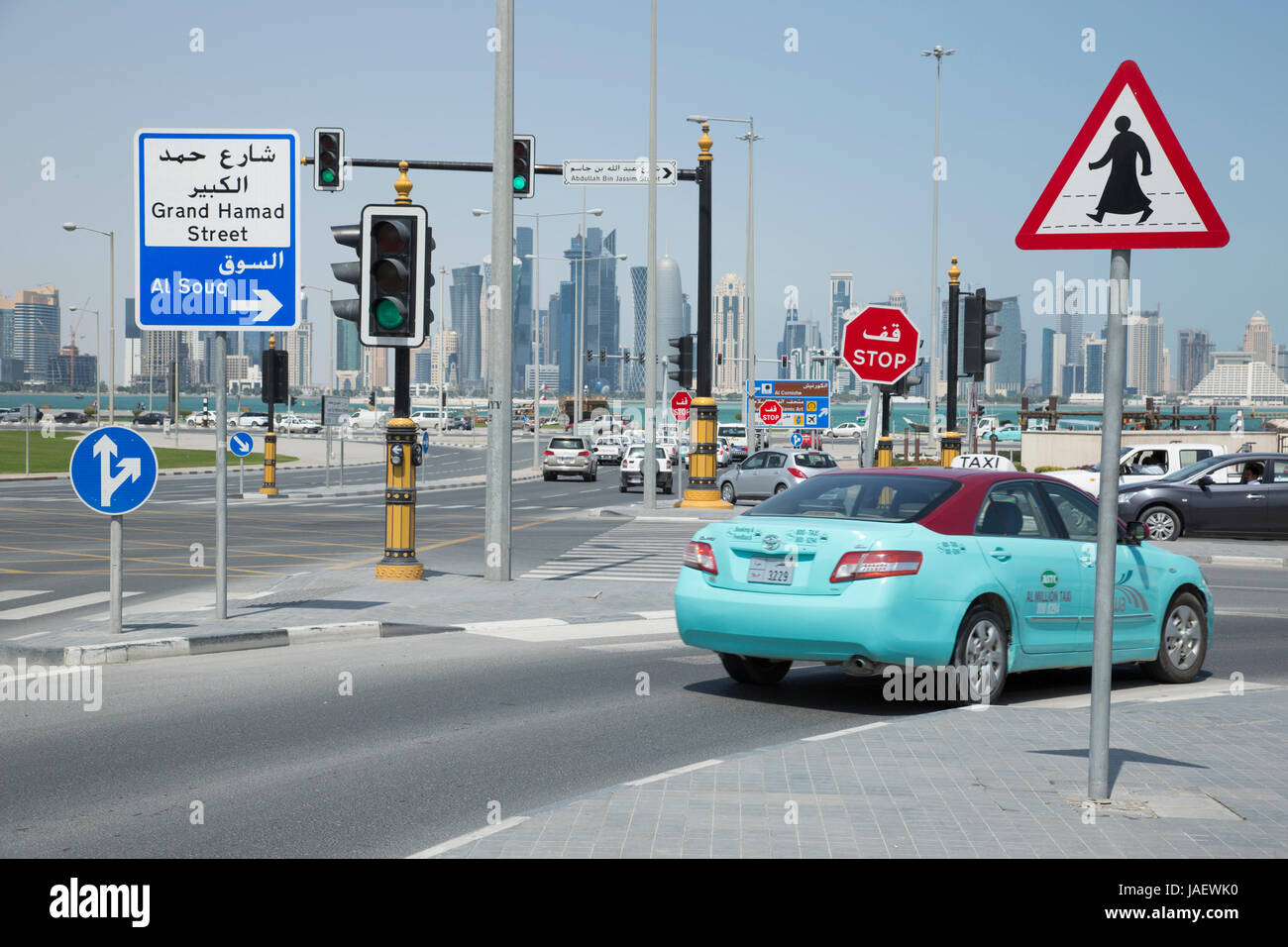 A turquoise taxi at a road junction of Al Asmakh Street and Abdullah Bin Jassim Street in Doha, Qatar. - Stock Image