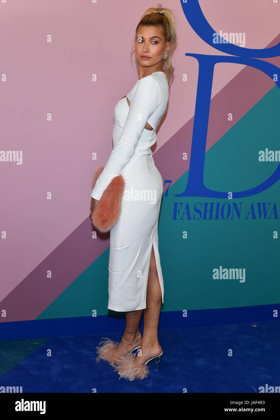 New York, USA. 5th Jun, 2017. Hailey Baldwin attends the 2017 CFDA Fashion Awards at Hammerstein Ballroom on June - Stock Image
