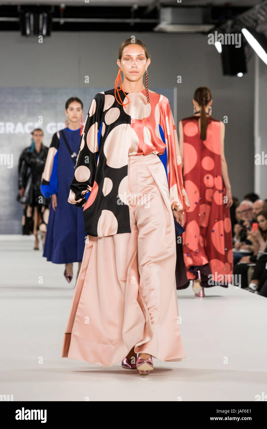 London, UK. 6th June, 2017. A model walks the runway wearing a collection created by Grace Grier from Ravensbourne - Stock Image