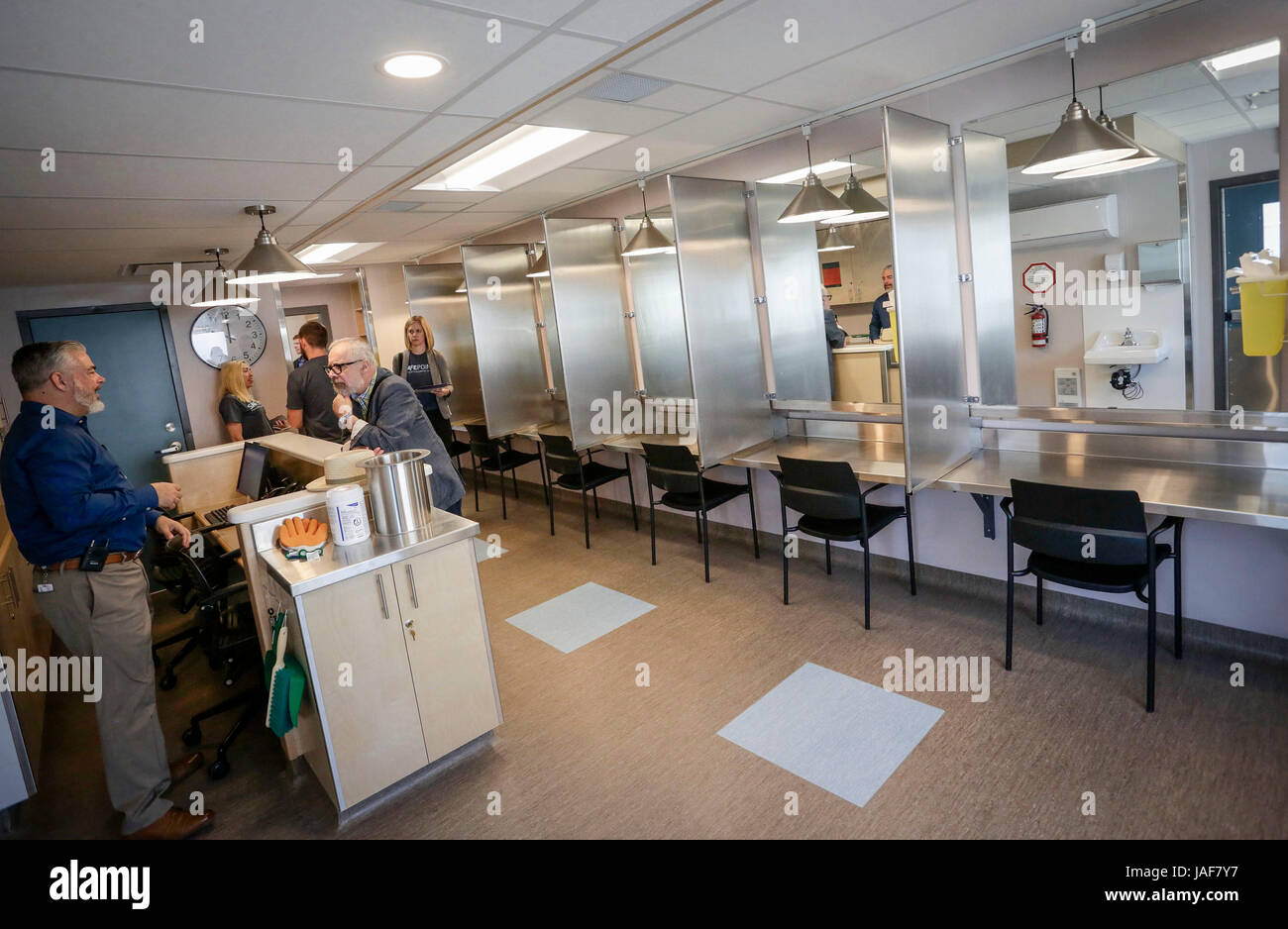 (170606) -- VANCOUVER, June 6, 2017 (Xinhua) -- Inside view of a newly-opened supervised injection site is seen - Stock Image